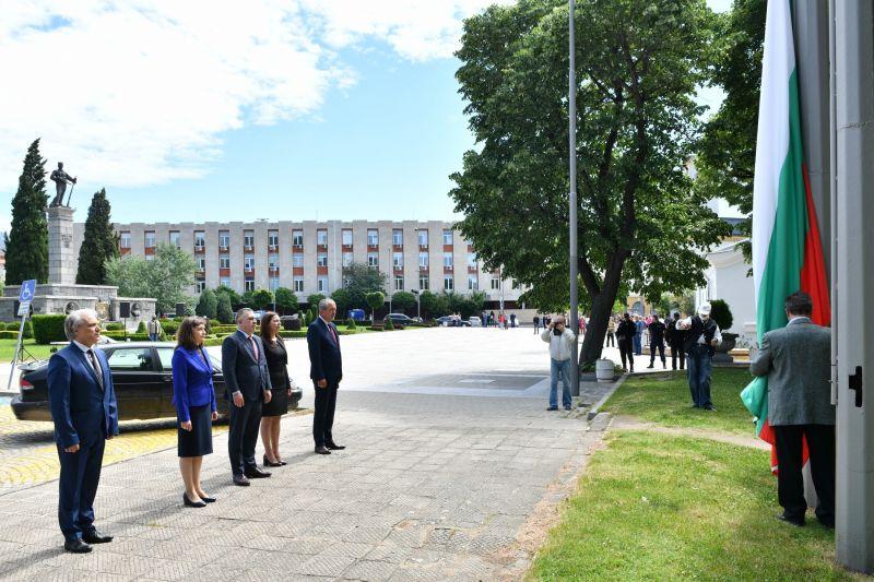 Денят на българската просвета и култура бе отбелязан с кратка церемония